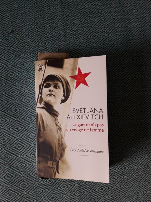 #VendrediLecture un regard féminin sur la guerre. Des femmes soviétiques racontent sans fard leur engagement dans les combats de la Seconde Guerre Mondiale. Au-delà du sang et de la mort, la vie. Lecture éprouvante mais nécessaire Photo