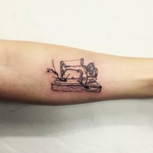 By Tattooist Flower, done in Seoul. ... - http://tattoodesigns.ml/by-tattooist-flower-done-in-seoul-http-ttoo-co-p-33324/… For more tattoo designs visit http://tattoodesigns.ml  #FashionTattoo #FineLineTattoos #Ifttt #IllustrativeTattoo #InnerForearmTattoos #LineArtTattoos #LittleTattoo #LittleTattoos #SewingMachineTattoospic.twitter.com/vl8q5N7Mte