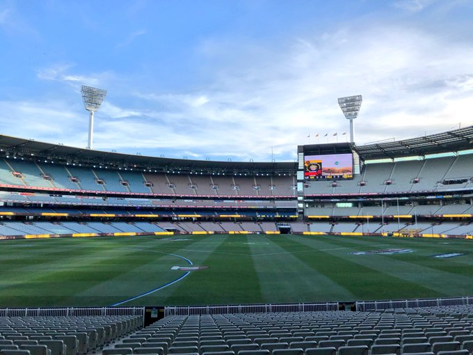 It's a perfect night for a semi-final 🏟 #AFLFinals #AFLHawksDees Photo