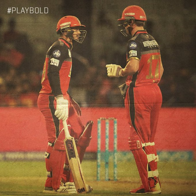 #FlashbackFriday Chasing a modest target of 155 against KXIP, @ABdeVilliers17 (57 off 40) and @QuinnyDeKock69 (45 off 34) stitched a 55-run partnership for the 3rd wicket and put RCB in a commanding position. #PlayBold Photo