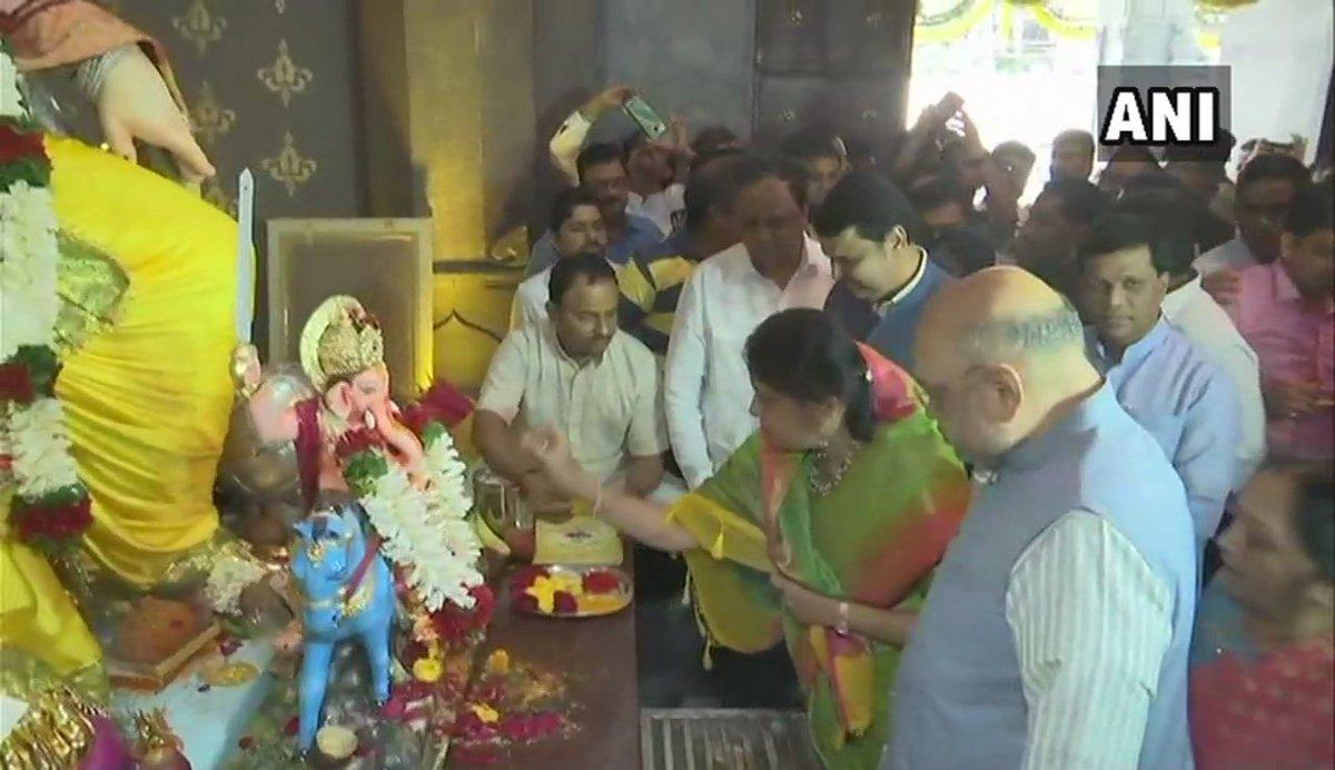 #Maharashtra: BJP President Amit Shah offers prayers to Lord Ganesha at Sarvajanik Ganeshotsav Mandal, Lalbaug & Siddhivinayak Temple during #GaneshChaturthi celebrations in Mumbai.