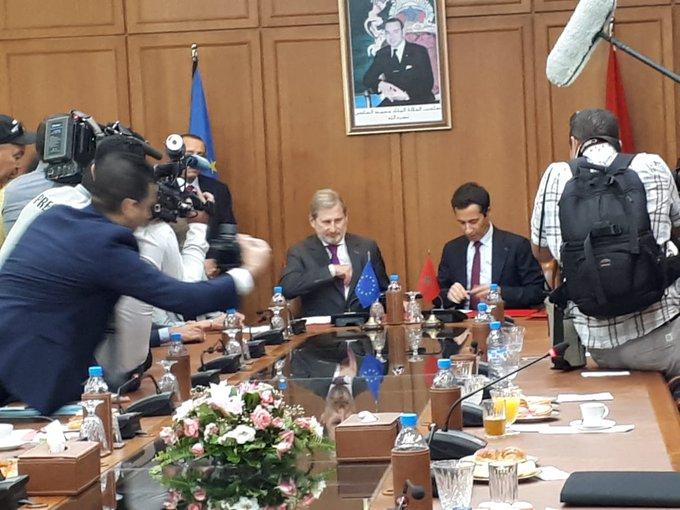 Driss Benchaaboun et le Comissaire Haah signent deux accords pour l'appui de l'UE à la réforme de la protection socciale au Maroc et l'appui au développement du secteur privé au Maroc