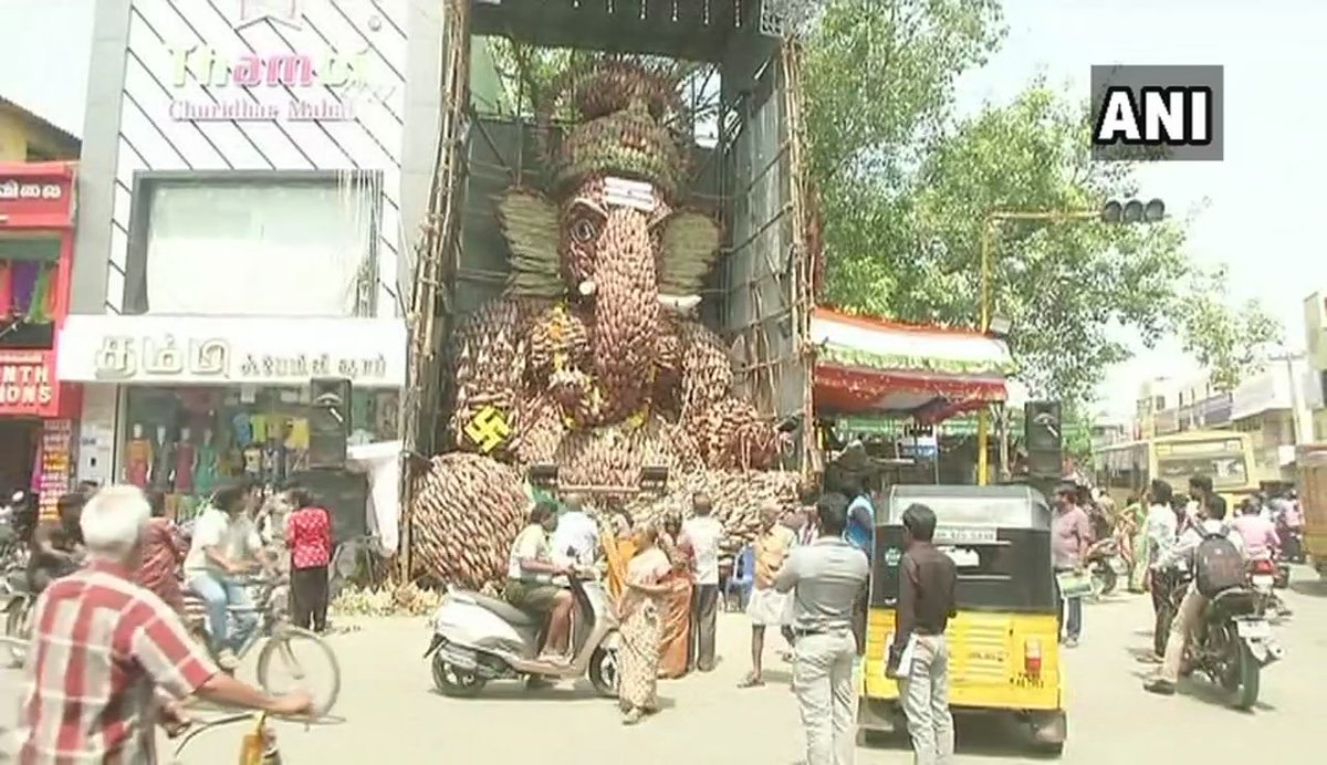 Chennai: A statue of Lord Ganesha has been made using around 7000 banana flowers in Kolathur for #GaneshChaturthi celebrations. #TamilNadu
