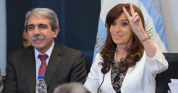 #PongamosUnaFotoDeCFK Una buena Tras un año de distanciamiento, Aníbal se reunió en secreto con Cristina Kirchner,😍😍😍😍😍😍😍😍😍 Foto