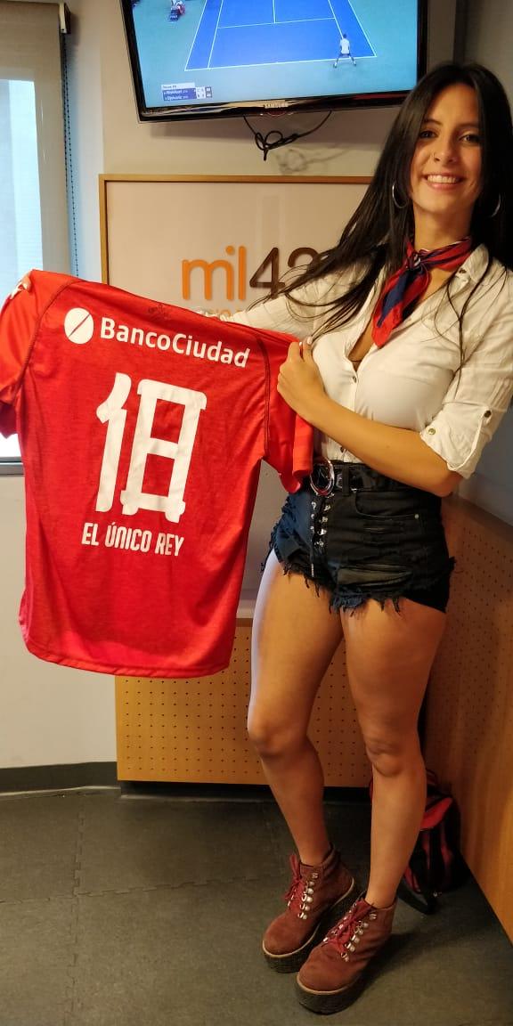 #SORTEO Gracias a @elgrancai tenemos esta hermosa camiseta para sortear. Si nos seguis a nosotros y a @elgrancai, hacé RT y participas !! Mañana durante el programa anunciamos el ganador por el aire de AM1420. ATENTOOOO #ReyDeCopas #TodoRojo