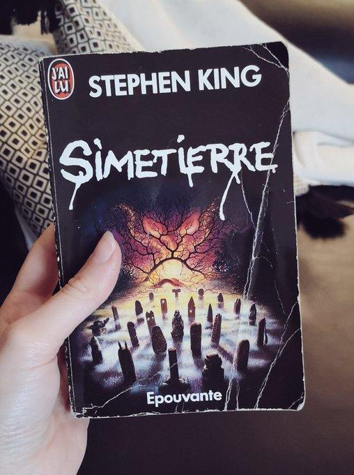 #VendrediLecture Terminé Simetierre de Stephen King en lecture commune avec la bande du @RoiStephen_Pod et je suis trau-ma-ti-sée. On en reparle bientô 🐾 Photo
