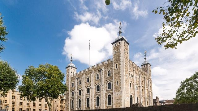 *ATTRACTION OF THE WEEK* A fantastic insight into English history, from the historic Tower houses to the world famous Crown Jewels 👑 goo.gl/dbsFmN