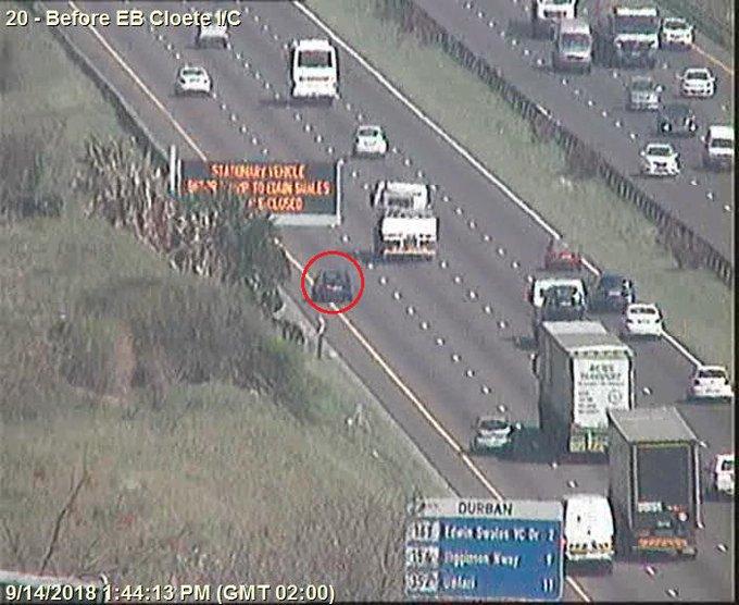 78226: Stationary Vehicle on N2 Southbound after N2 EB Cloete I/C. Left lane closed. Drive Carefully Photo