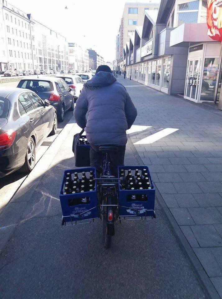 VIERNES!!! A prepararse para el fin de semana... #Bici #Bicicleta #Bicycle #Ciclismo #CiclismoUrbano #BiciCargo #MejorEnBici #AlTrabajoEnBici #AEstudiarEnBicipic.twitter.com/mW3tmqCZzf