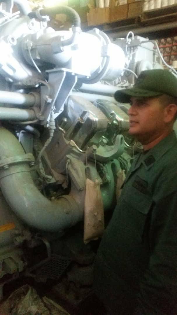 Escuadrón de buques anfibios y servicios - Página 25 DnDkyOdX4AE9YkB