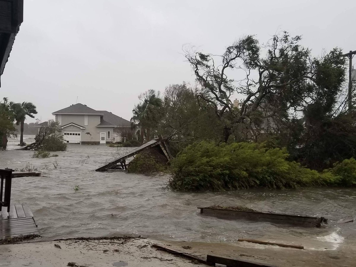 Devastating storm surge in Emerald Isle, NC. #Florence #hurricanefloremce https://t.co/yd7vBTcF8m