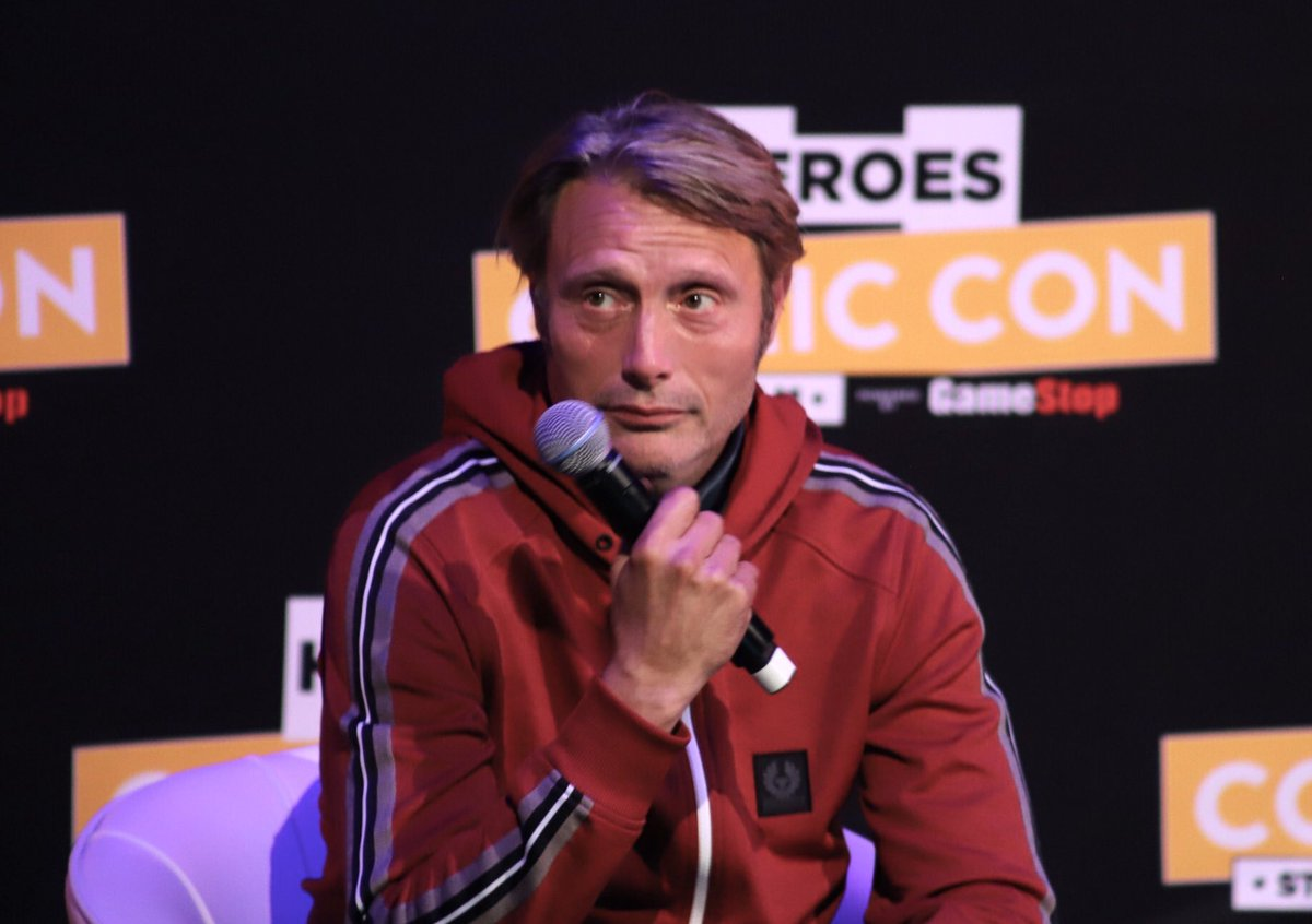 Fangirl quest on twitter mads says hes happy to see us fannibals see us fannibals with flower crowns a really cool funny panel madsmikkelsen foxoncomiccon hannibal comicconnordics httpstnctm1mgxoy izmirmasajfo