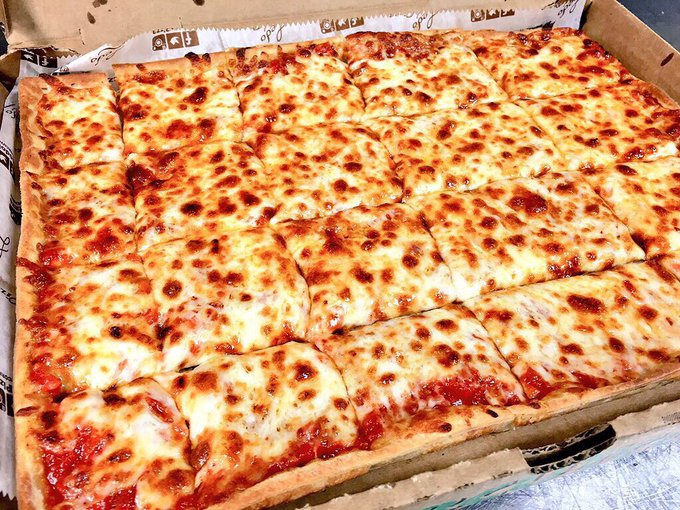 ❗️#FridayFeeling GIVEAWAY❗️ WE ARE GIVING AWAY (4) $25 #LEDOPIZZA GIFT CARD! RETWEET AND FOLLOW TO BE ENTERED TO WIN! Four winners picked randomly at 10pm on 9/14/18. Photo