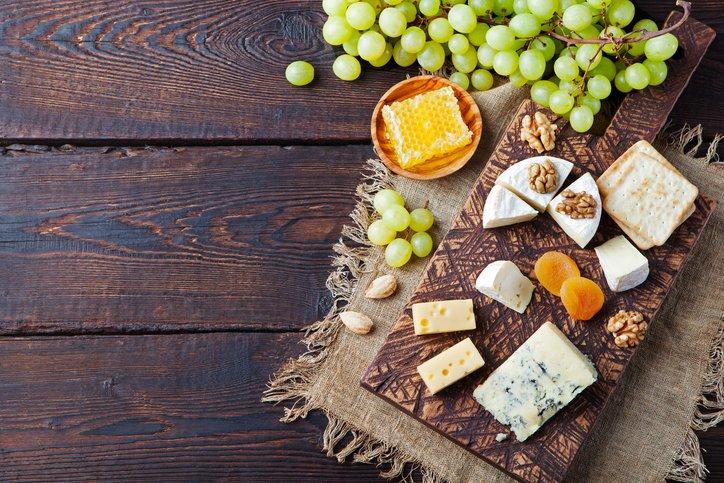 Uva: spuntino pomeridiano o in accompagnamento a piatti importanti? Ecco qualche consiglio: https://bit.ly/2xFRsY1 #uva #settembre #scuolaLCI #cucinaitaliana #abbinamenti  - Ukustom