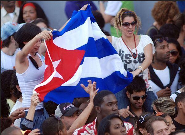 Jóvenes cubanos apegados a la Revolución