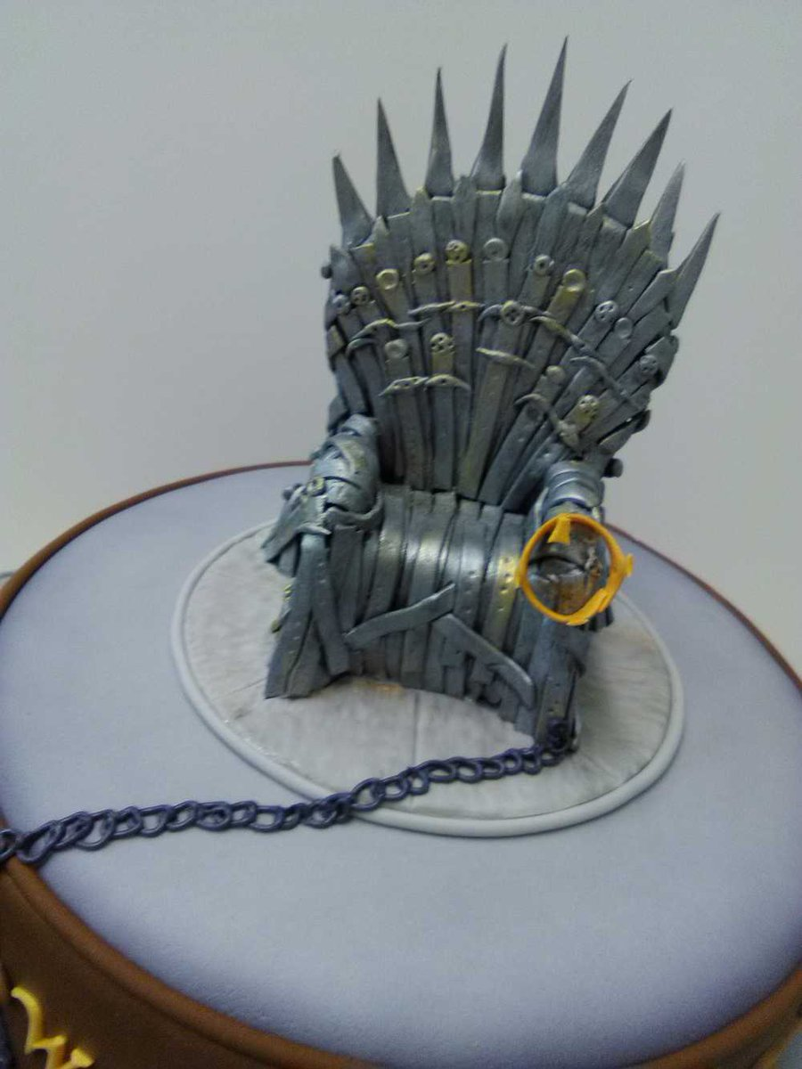 #Geek 🤓 Awesome of the Day: #GameofThrones #IronThrone & #Dragon #Cake 🎂 for #GoT Fans made by @cakeoholix #SamaCake 🍰 #SamaGeek