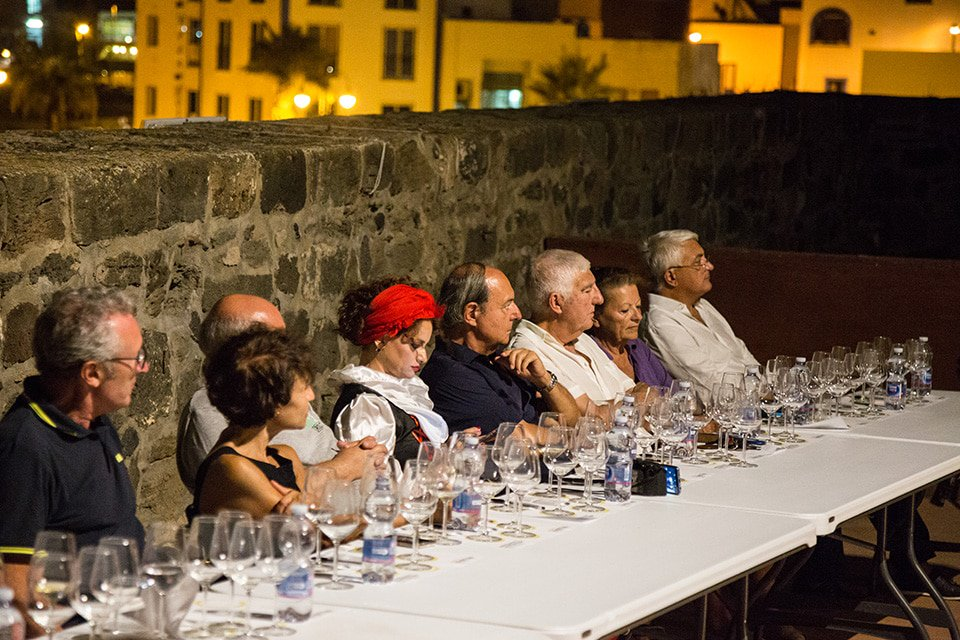 #Pantelleria Doc Festival:conclusa la prima edizione: Una prima edizione di successo. È così che si può sintetizzare l'esperienza del primo #Pantelleria DOC Festival, celebrato dal 31 agosto al 9 settembre nell'isola siciliana, cerniera tra l'Africa e… http://dlvr.it/QkCPXB  - Ukustom