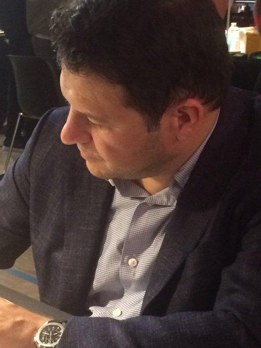 Au #SalonFnacLivres @Guillaume_Musso est toujours avec ses lecteurs 😃👍 @Fnac #dedicace Photo