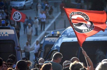 """#migranti #RoccadiPapa tra il nero e il rosso in un pomeriggio solo. """"E quando ce ricapita..."""" - FOTO https:// www.ilmamilio.it/c/comuni/9992-rocca-di-papa-tra-il-nero-e-il-rosso-in-un-pomeriggio-solo-e-quando-ce-ricapita.html  - Ukustom"""