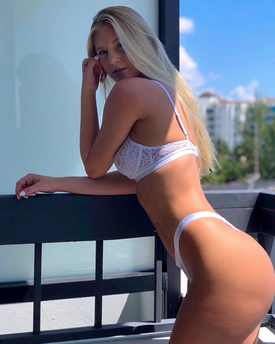 Alexis Clark  - 🌤 twitter @alexissclarkk