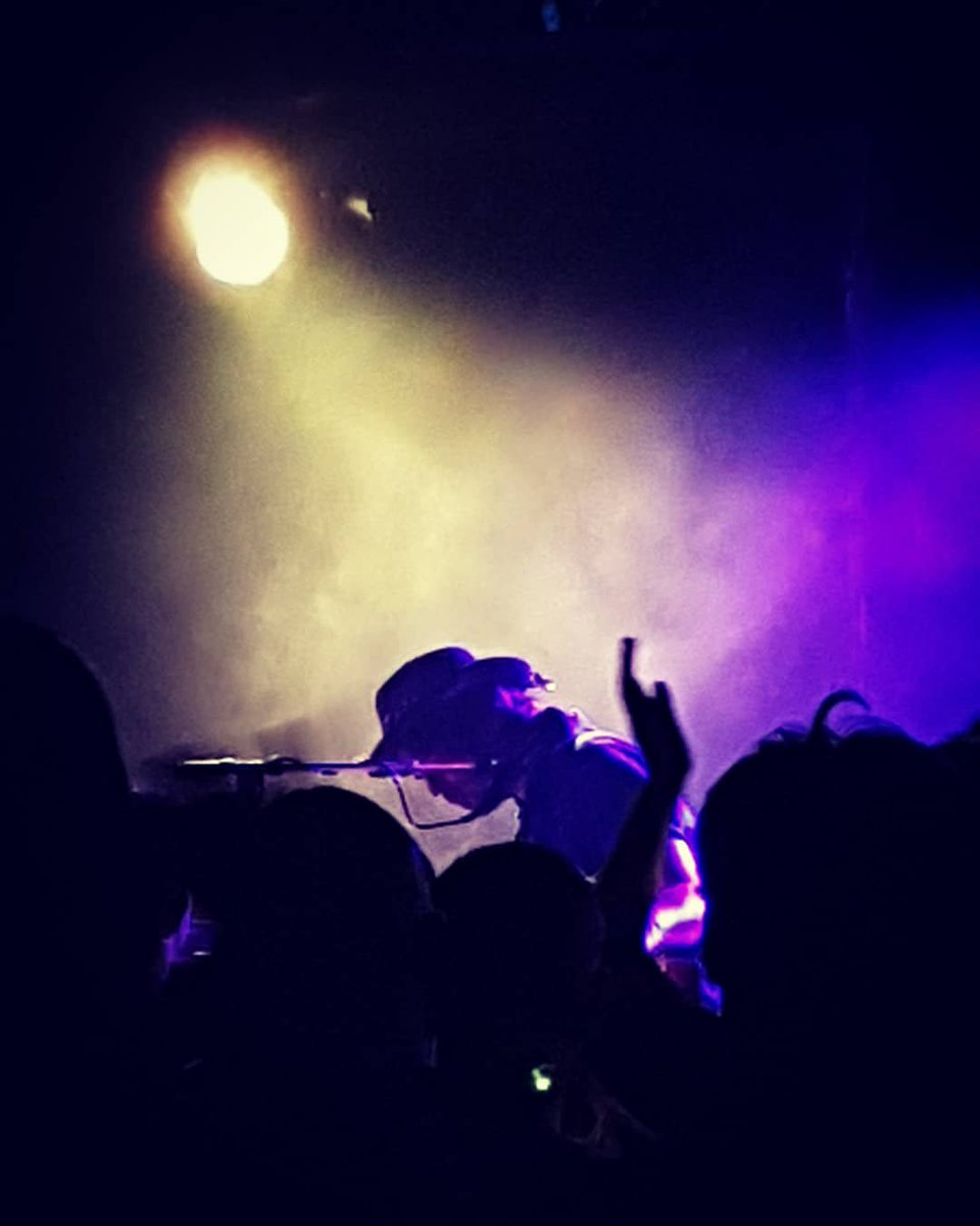 Thanks to @GazCoombes for making Brissie a little brighter last night ...Stellar!