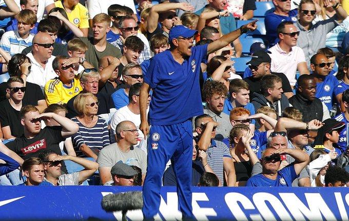 Chelsea coach Maurizio Sarri struggling to give up smoking Photo
