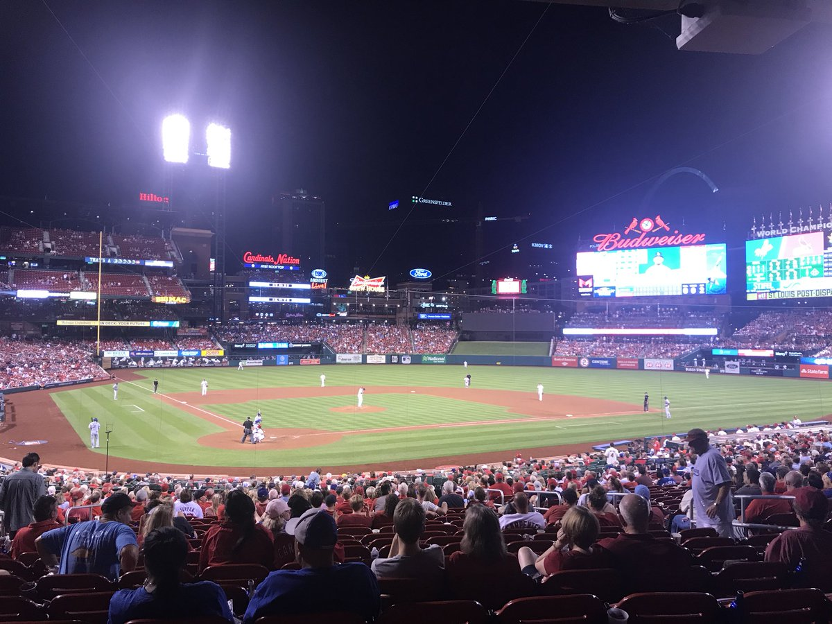 .@Cardinals vs. @Dodgers tonight...@MizzouFootball vs. @BoilerFootball tomorrow.<br>http://pic.twitter.com/zGAnSZQLj8 &ndash; à Busch Stadium