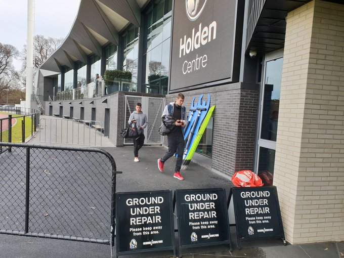 Mason and Levi arriving at the Holden Centre @CollingwoodFC #AFLFinals #AFLPiesGiants Photo