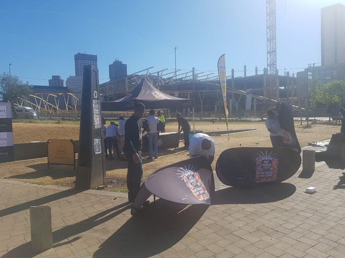 Region F #AReSebetseng. Join us for a clean up. Stand a chance to win tickets to #GlobalCitizenFestivalSA. We are at these locations ^TK Photo