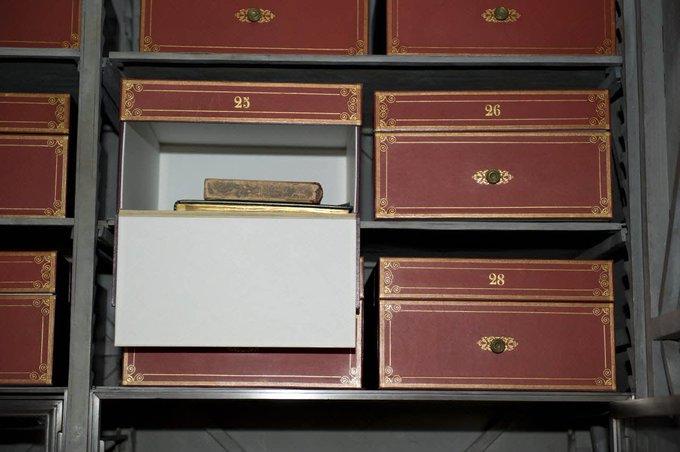 Découvrez les secrets de l'Armoire de fer des @ArchivesnatFr ce week-end lors des #JEP18 ! Photo