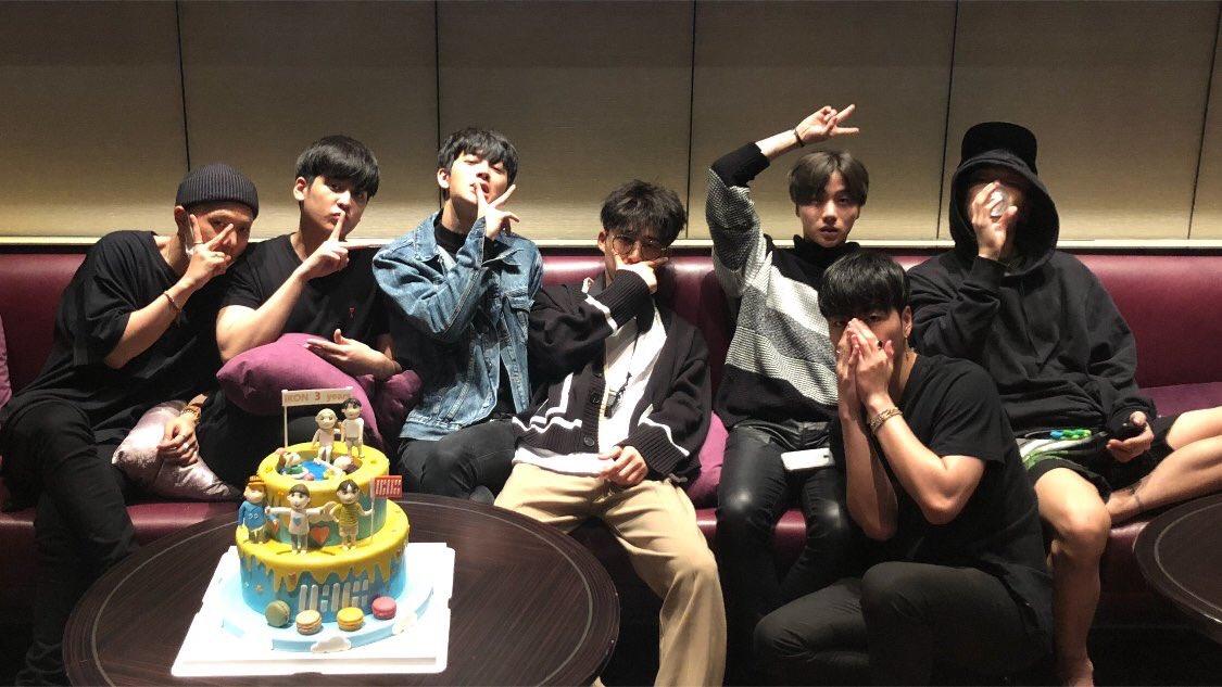 iKON (宿舎)'s photo on #iKONNIV3RSARY