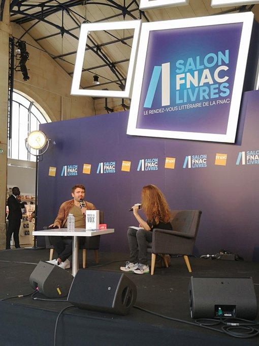 #SalonFnacLivres: @Steph2Freitas est actuellement en rencontre et nous explique comment Oser prendre la parole 👌 Photo