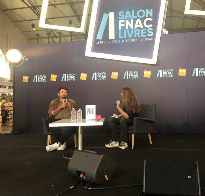 📚 La rencontre avec Stéphane de Freitas au #SalonFnacLivres commence maintenant ! Elle sera suivie d'une séance de dédicaces (Halle des Blancs Manteaux, Paris 4) ! #PorterSaVoix ➡️ Photo