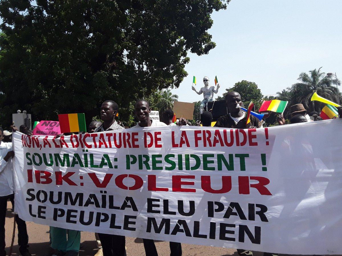 Nouvelle marche de l'opposition ce matin pour contester les résultats des élections présidentielles du mois d'août et réclamer la libération du militant URD Bourama Diarra #mali #koulouba2018