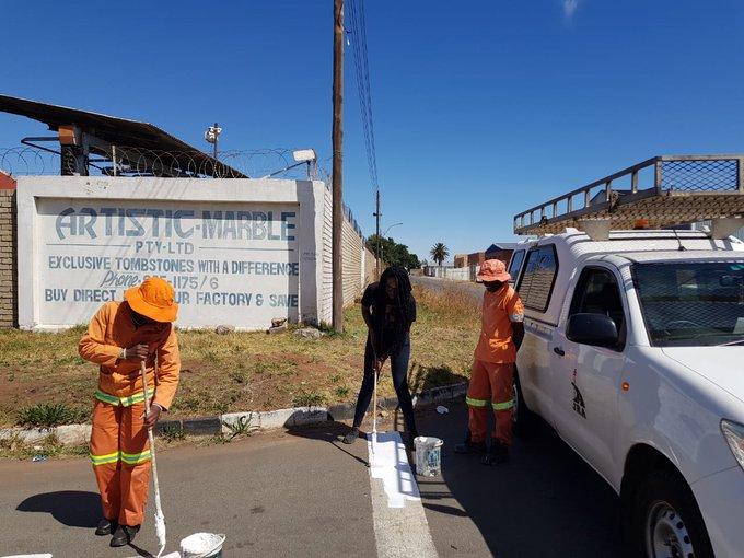 Region G Vanessa from Global citizen trying to do road marking #AReSebetseng #GlobalCitizenFestivalSA ^TK Photo