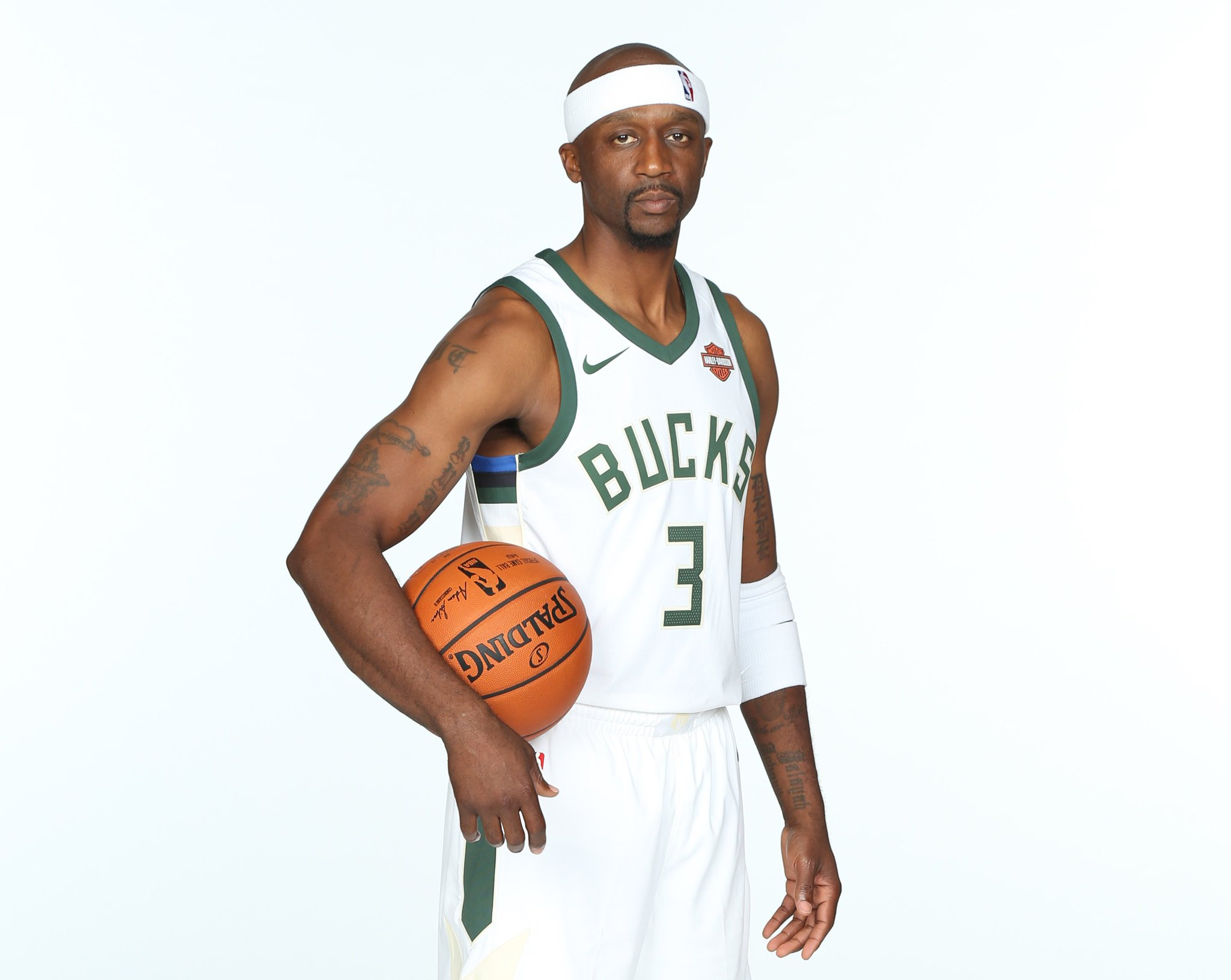Join us in wishing @jasonterry31 of the @Bucks a HAPPY 41st BIRTHDAY! #NBABDAY https://t.co/1OJxiEW6vm
