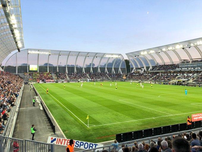 Ce soir c'est #ASCLOSC sous un ciel bleu au Stade @CA_BriePicardie la Licorne ! Allez #Amiens ⚽️ Photo