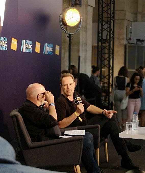 En direct de la rencontre avec @Marc_Levy ! 😊 #SalonFnacLivres @robert_laffont 📙📗 Photo