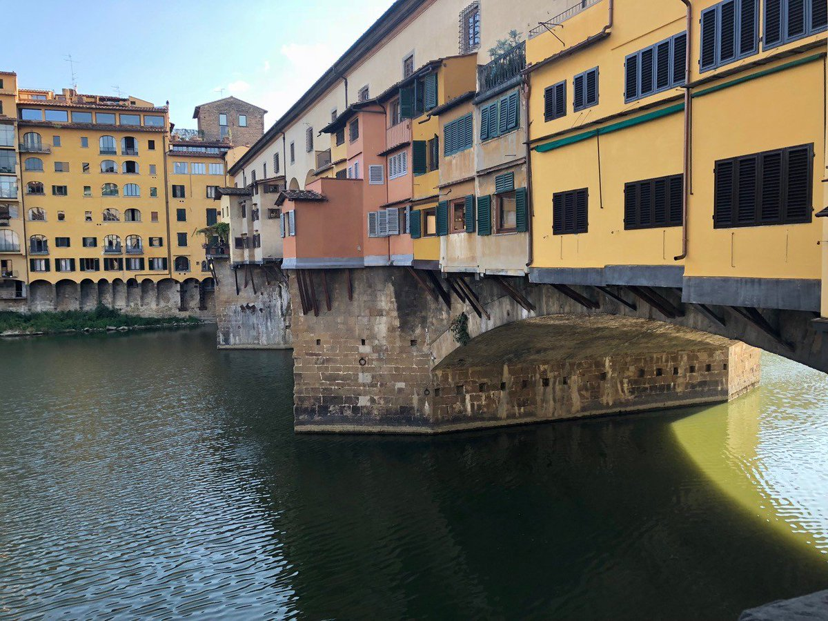 We couldn't takeover Lightology's Instagram and not show you Ponte Vecchio, the oldest bridge in Florence (emojis)  #LightologyTakeover #DesignerTakeover @terzanilightpic.twitter.com/rSGJdo0u0P