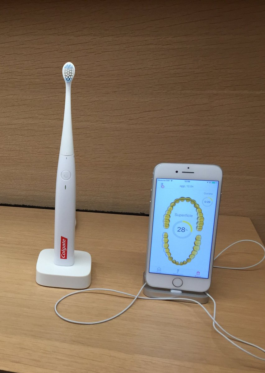 Sono felice di presentare ai miei follower il mio prossimo spazzolino.#Apple #AppleStore #AppleEvent @Apple @Colgate #Milano  - Ukustom