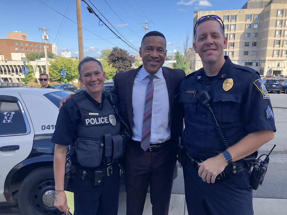 S/o to the Syracuse Police Dept who helped me secure the 💼 today. I appreciate y'all. Keep up the great work. Real professionals👏🏾👏🏾🙏🏾 https://t.co/RytChETJ6E