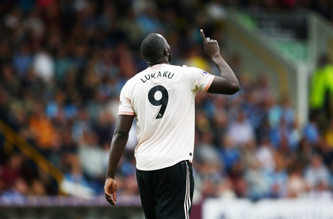 Romelu Lukaku has now scored 20 Premier League goals for Manchester United in his first 39 games. Only Ruud van Nistelrooy (26), Robin van Persie (32) and Dwight Yorke (34) have reached that milestone in fewer games. He just cannot stop scoring. 🔥 Photo