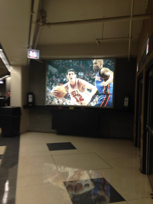 The United Center has a giant photo of Kirk Hinrich. Why him of all people? And it looks like from his rookie season lol Photo