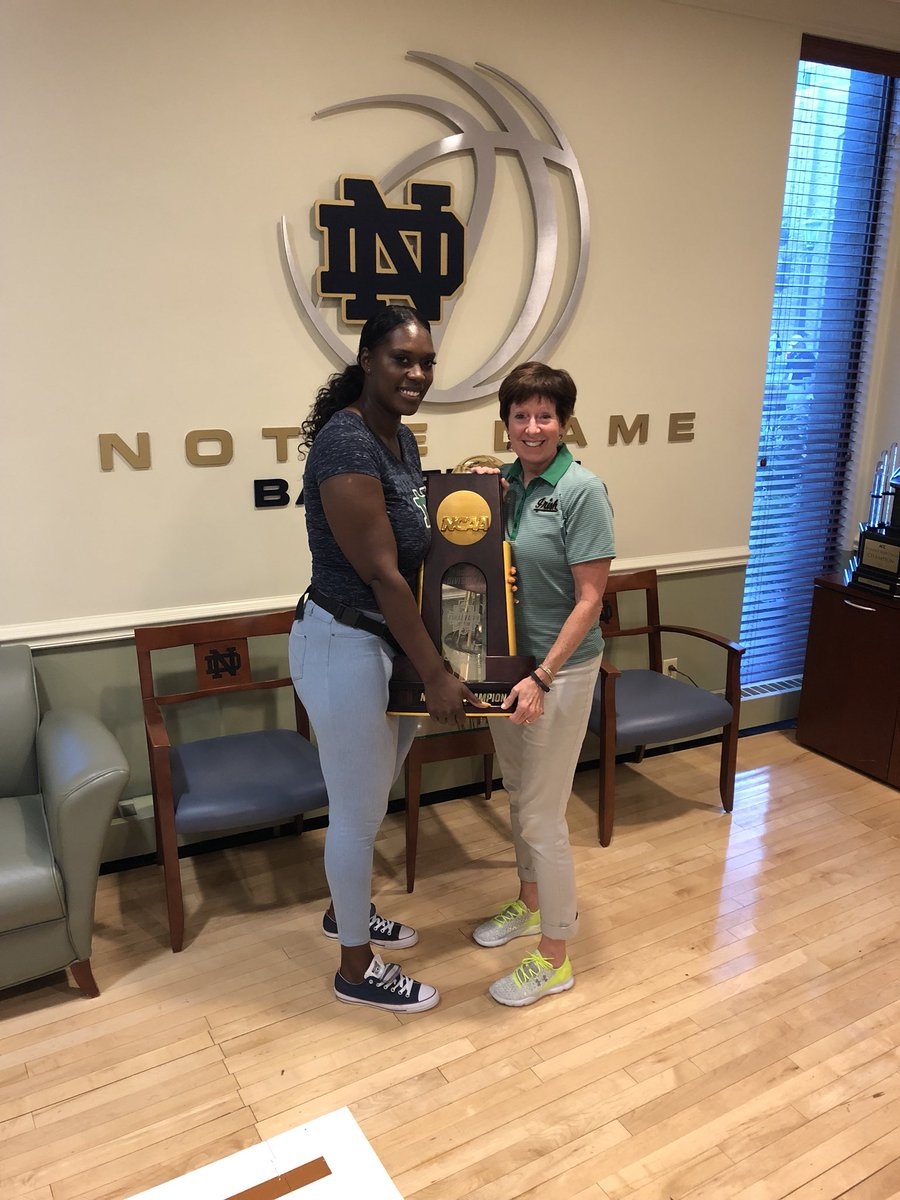 We love it when our #NDFamily comes back to visit! @MuffetMcGraw with Irish alum Crystal Erwin #GoIrish ☘️
