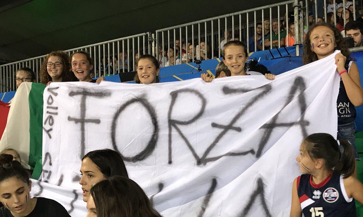 Anche stasera facce da mondiale!!!#VolleyballWChs #ItaliaBelgio #VolleyMondiali18 #LaNazionale #Firenze @mandelaforum @Federvolley  - Ukustom