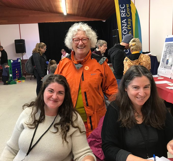 Kudos to Queen Alex Community volunteers on this snowy September day selling community league memberships #yegCLDay18 Photo