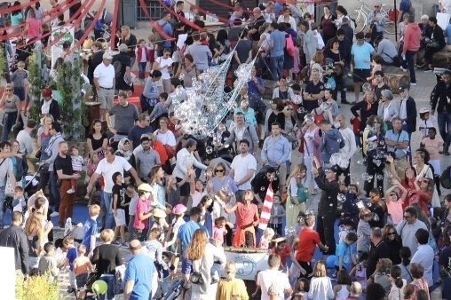 Quelle journée !!! Vous étiez des milliers dans les rues de St-Germain à profitez de notre patrimoine culturel et naturel - Le protéger, l'embellir, le préserver, le développer, le mettre en 'est notre mission au service des Saint-Germanois ! #JEP18 @StGermainLaye Photo