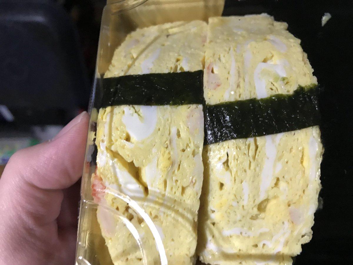 スーパーで買った玉子の寿司 暗いところで見ると 光ってるんだけどなにこれ?(・ω・)
