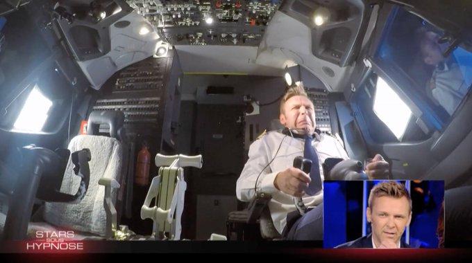 Un grand merci à Flight Sensations pour cette expérience incroyable dans le simulateur de vol avec @Jeanfi_Janssens ✈️ #SSH #StarsSousHypnose Photo