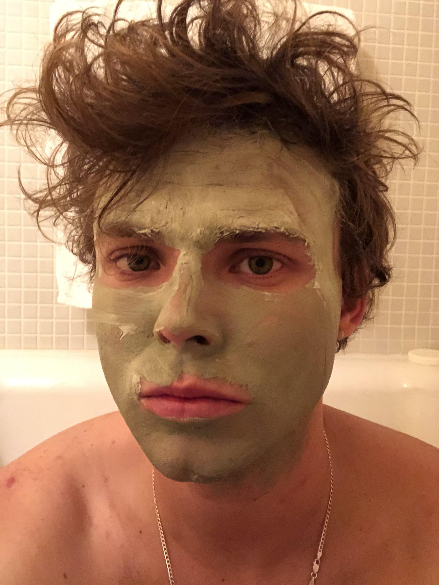 "Ashton Irwin on Twitter: ""Day off update // Taking a bath ..."